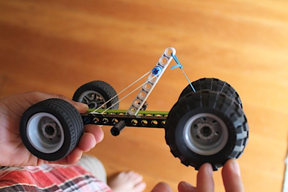 How to Make a Rubber Band Powered Car: Project and Designs ...